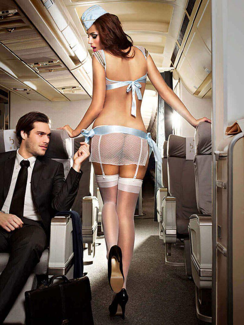 Mujer en lenceria erotica aeromoza